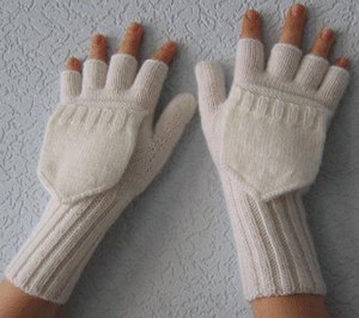 Наши перчатки связаны спицами.